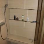 Dusche mit Fliesen Fach